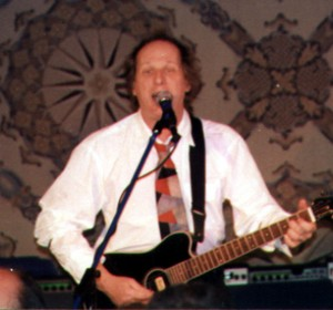 Electric, acoustic or electric/acoustic as pictured, makes no difference to Belew... Photo courtesy Coming Age